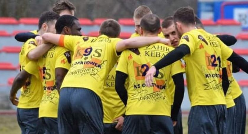 """Piłka nożna, """"Kosa"""" stępiona Wrześni Prosna wygrała pucharowy - zdjęcie, fotografia"""