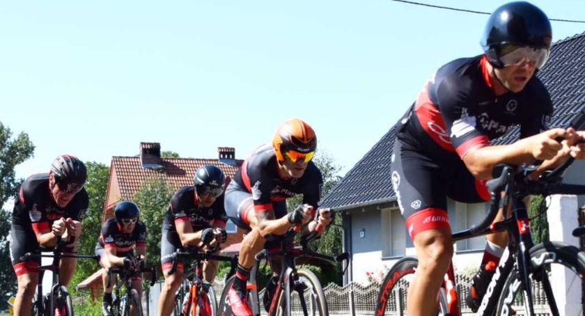 Kolarstwo, Drużyna kaliskich kolarzy amatorów podium Mistrzostw Polski - zdjęcie, fotografia