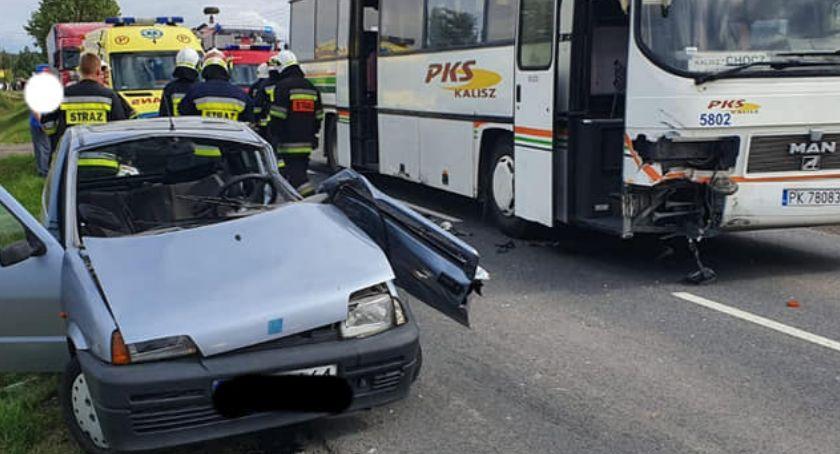 Wypadki drogowe, Zderzenie cinquecento autobusem Jankowie Drugim - zdjęcie, fotografia