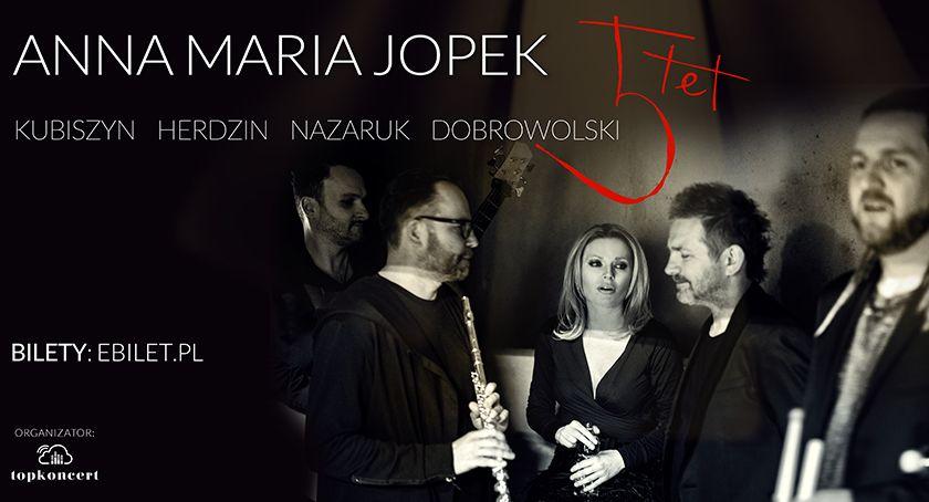Zdjęcie ukazuje wokalistkę Annę Marię Jopek
