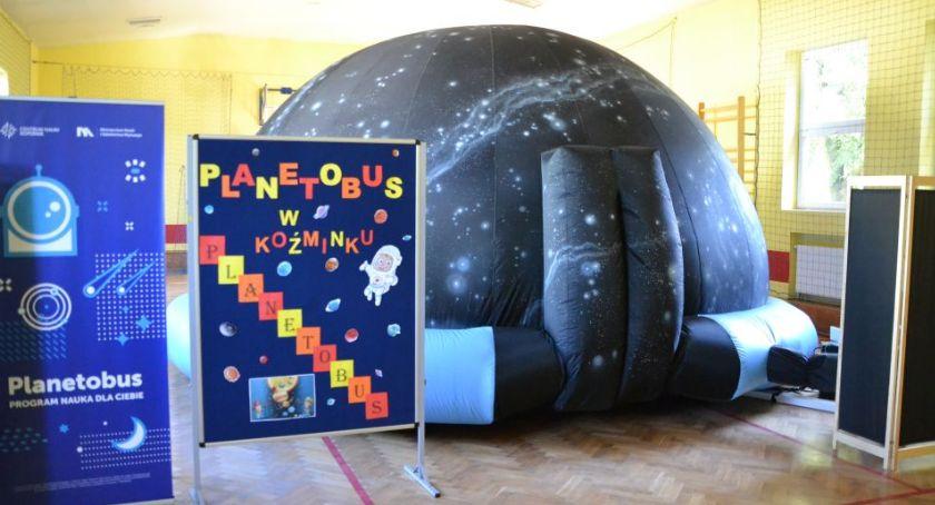 wiadomości z regionu, Mobilne planetarium Szkole Podstawowej Koźminku - zdjęcie, fotografia