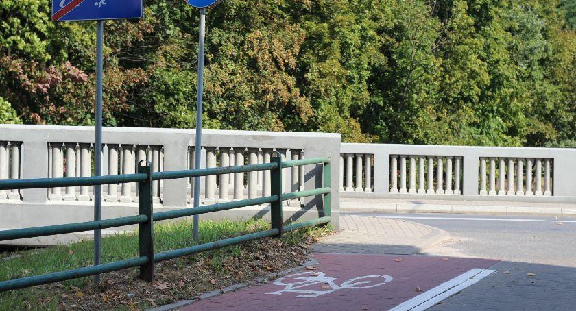 Drogownictwo, Uwaga kierowcy rowerzyści piesi! Niebezpieczne miejsce! - zdjęcie, fotografia