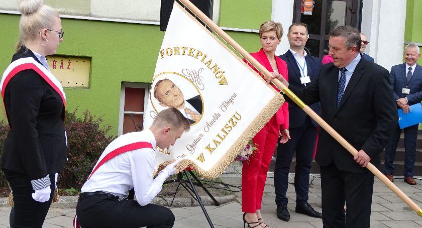 Święta i uroczystości , Zjazd Absolwentów Technikum Budowy Fortepianów Gustawa Arnolda Fibigera Kaliszu - zdjęcie, fotografia