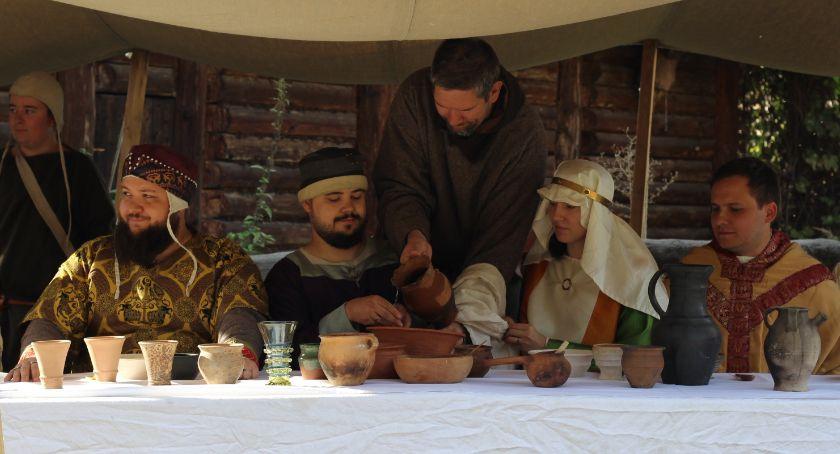 Atrakcje i Ciekawostki, Kaliszanie obejrzeli inscenizację wesela średniowiecznego ZDJĘCIA - zdjęcie, fotografia