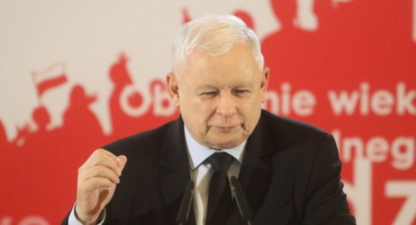 Polityka, Jarosław Kaczyński przedwyborczej konwencji Kaliszu - zdjęcie, fotografia