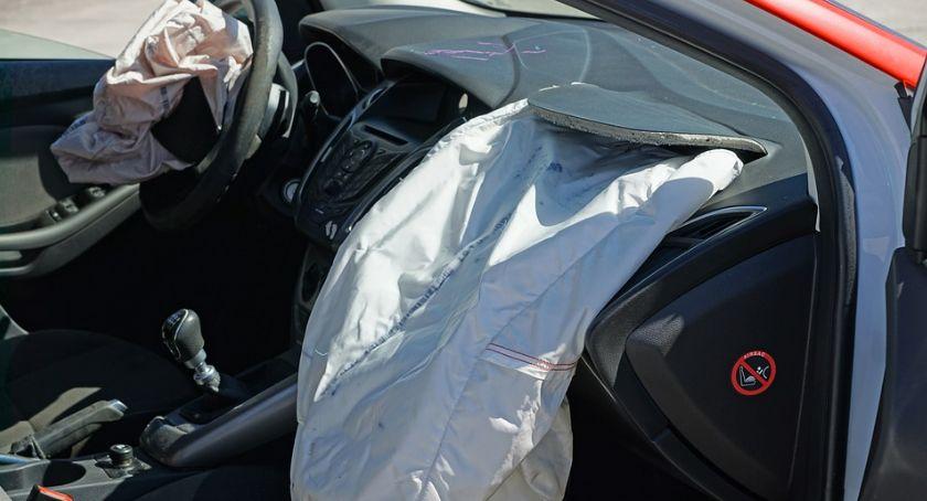 Wypadki drogowe, zderzeniu Polnej staranowała ogrodzenie - zdjęcie, fotografia