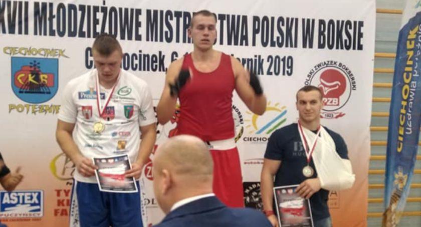 Sporty Walki, Bokserskie trofea Ziętek Kalisz Młodzieżowych Mistrzostwach Polski boksie olimpijskim - zdjęcie, fotografia