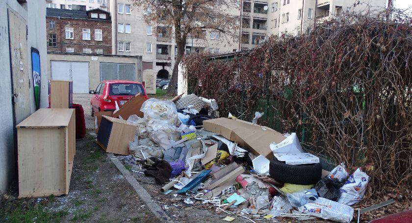 Śmieci, Śmieci wielkogabarytowe zanieczyszczają cały Kalisz - zdjęcie, fotografia
