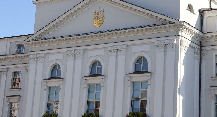 Rada miasta, Radni zbiorą przyjąć pieniądze - zdjęcie, fotografia
