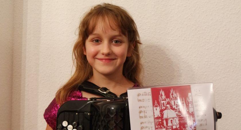Pasje, Rośnie kolejna gwiazda akordeonu - zdjęcie, fotografia