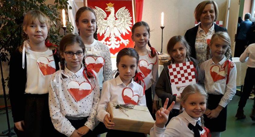 Szkoły i edukacja, Wyśpiewali patriotyczne pieśni - zdjęcie, fotografia