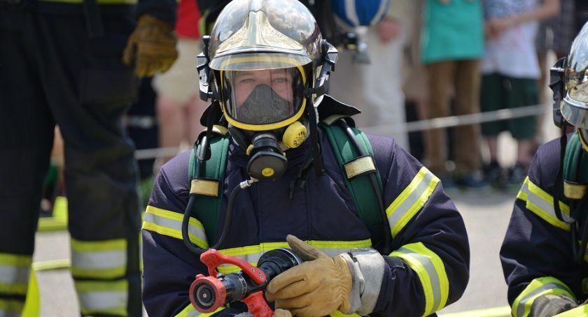 Pożary - interwencje Straży Pożarnej, Spłonęło mieszkanie Opatówku ewakuowano całą kamienicę - zdjęcie, fotografia
