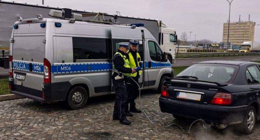 Ochrona środowiska - ekologia, policja stoczyła skuteczną walkę smogiem swoich radiowozów - zdjęcie, fotografia