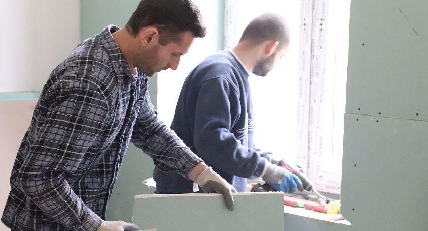 Inwestycje, Miasto przygotowało mieszkanie repatriantów Kazachstanu - zdjęcie, fotografia