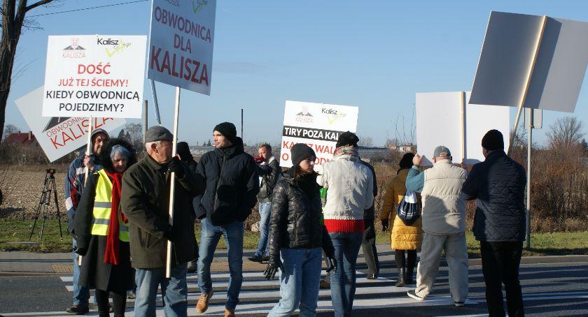 Drogownictwo, Zblokowali ulicę walczyć obwodnicę Kalisza - zdjęcie, fotografia