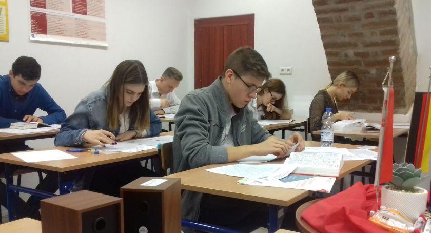 Szkoły i edukacja, Asnyku pisali egzamin języka niemieckiego - zdjęcie, fotografia
