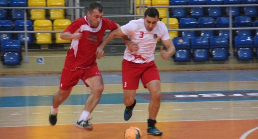 Piłka nożna, Mistrzostwa Wielkopolski Strażaków Halowej Piłce Nożnej ZDJĘCIA - zdjęcie, fotografia
