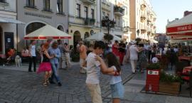 Tańczyli tango przed kaliskim Ratuszem