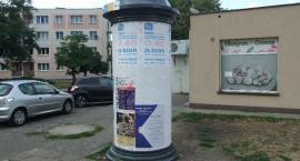 W Kaliszu stanęły słupy ogłoszeniowe z plastiku zamiast betonowych