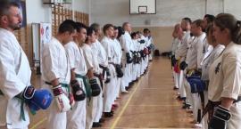 Treningi i egzaminy kaliskich karateków w Tucholi