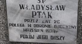 Zapomniany grobowiec żołnierza ofiary nalotu pod Morawinem