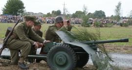 Tysiące osób na rekonstrukcji historycznej w Morawinie