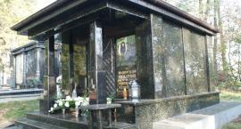 We Wszystkich Świętych nie tylko odwiedzamy groby najbliższych ale także…