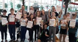 Uczą się i pływają. Sukcesy pływaków z klasy sportowej w SP Nr 8 w Kaliszu