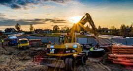 Kaliska Firma Budowlana Antczak buduje hale przemysłowe w Wielkopolsce oraz market w Radomiu
