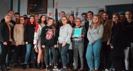 Sukces kaliskich uczniów na wojewódzkim konkursie Booktalking