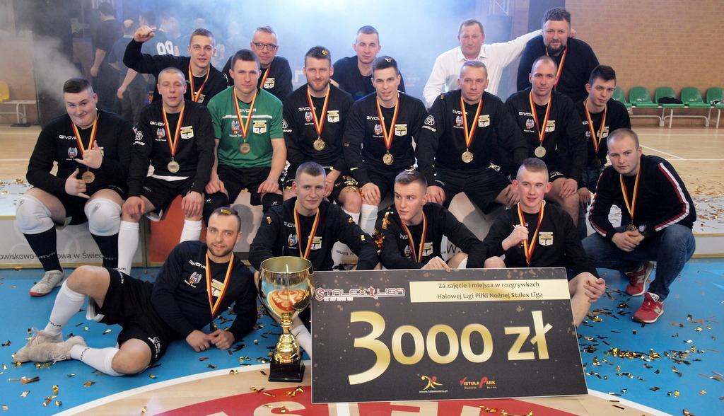 Piłka nożna, Toruń mistrzem Stalex Świeciu Zobacz zdjęcia finałowej - zdjęcie, fotografia