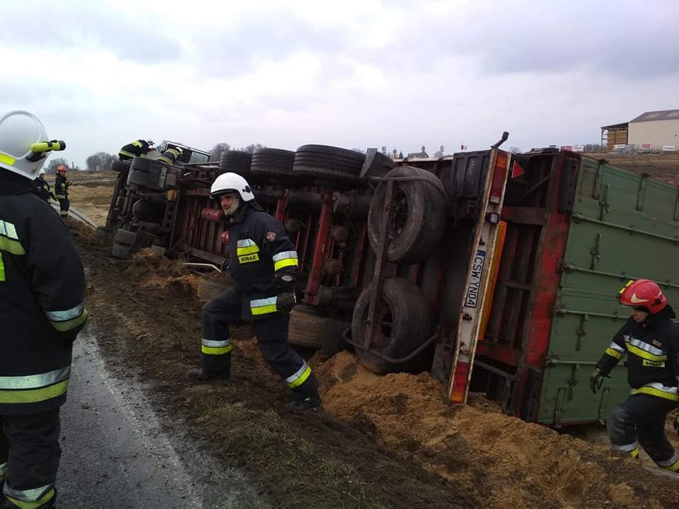 Wypadek drogowy, drodze krajowej doszło dwóch niebezpiecznych zdarzeń Uważajcie kierownicą - zdjęcie, fotografia