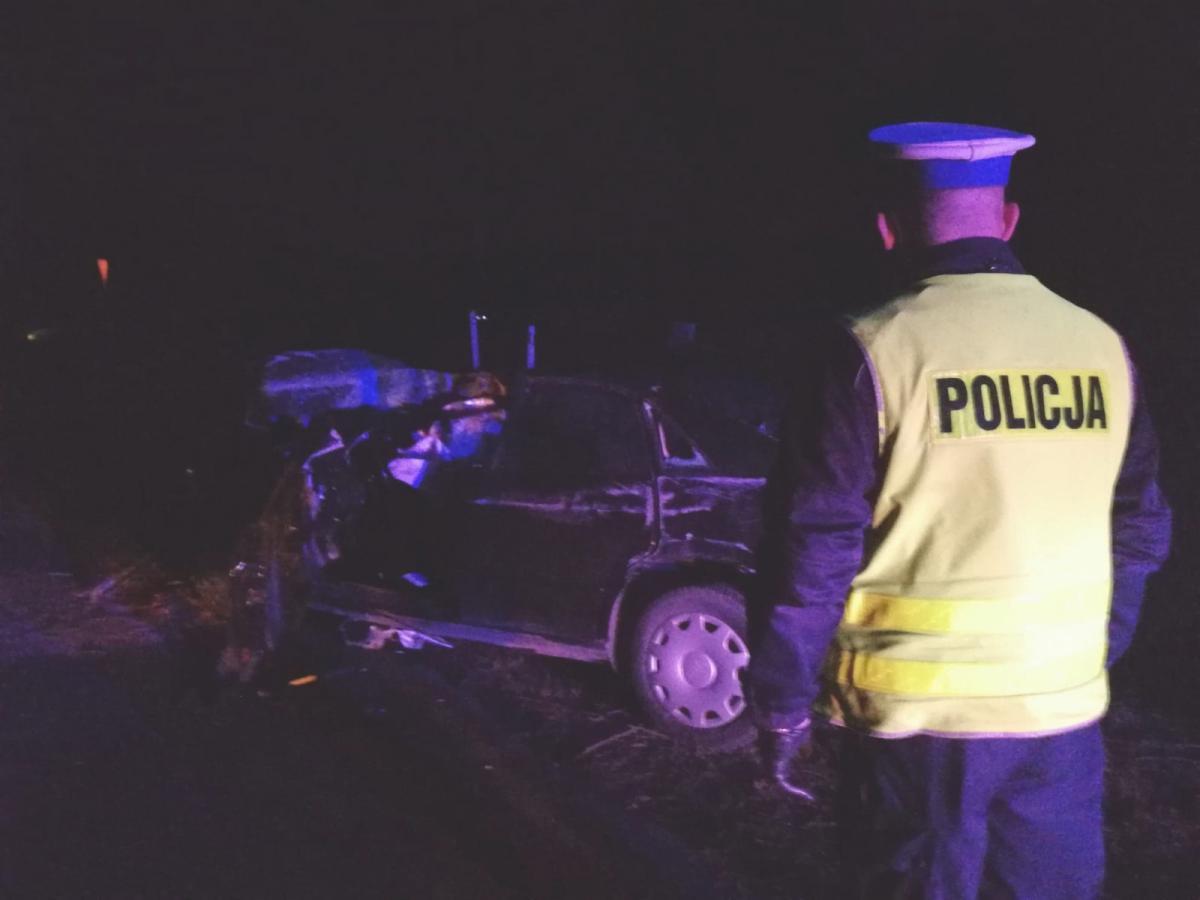 Wypadek drogowy, Mężczyzna podejrzany spowodowanie śmiertelnego wypadku uciekł miejsca zostawiając pasażerów - zdjęcie, fotografia