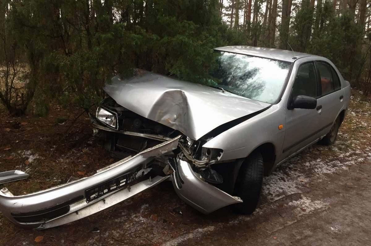 Wypadek drogowy, Policyjny pościg zakończył drzewie [ZDJĘCIA] - zdjęcie, fotografia