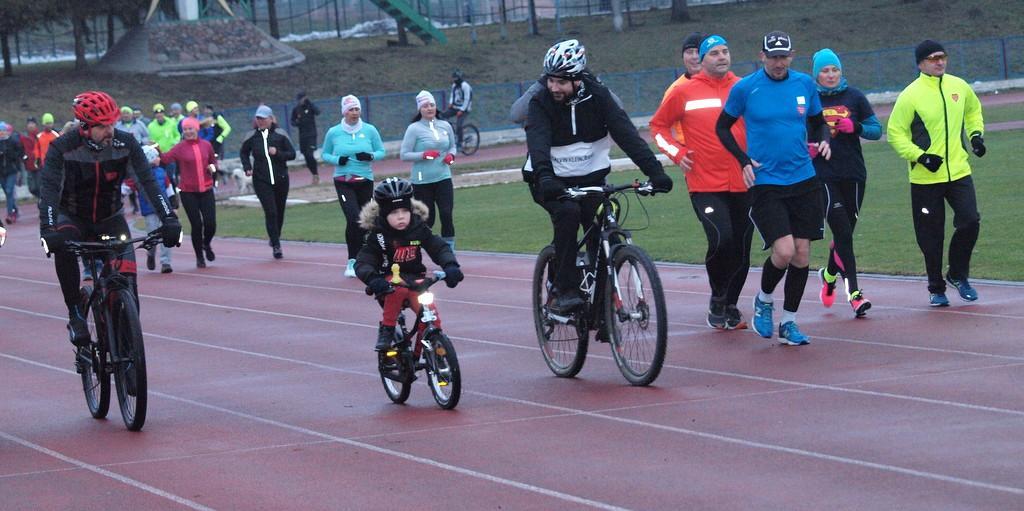 Bieganie, godzinny maraton biegowo rowerowy WOŚP [ZDJĘCIA] - zdjęcie, fotografia