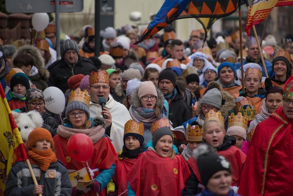 Uroczystości, święta i obchody, Ulicami Świecia przeszedł barwny orszak Trzech Króli zobacz - zdjęcie, fotografia