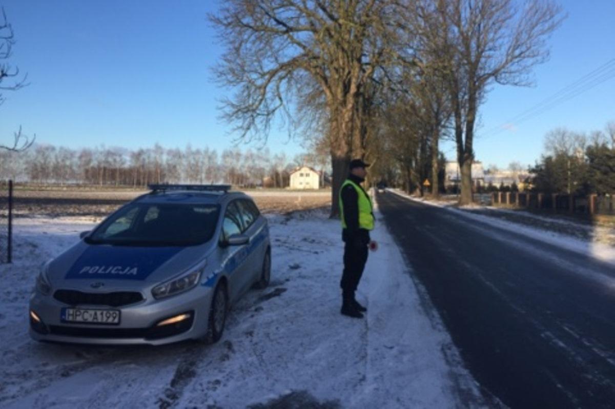 Wypadek drogowy, Paraliż drogowy kolizji jeden wypadek czyli pierwszy poważny śnieg regionie - zdjęcie, fotografia