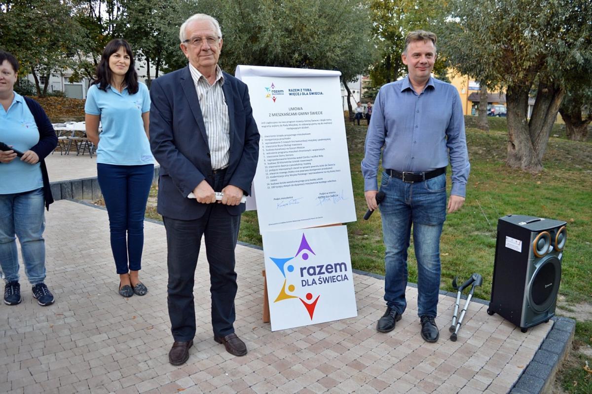 Wybory Samorządowe 2018, Kampania finiszu Dariusz Woźniak podpisał umowę mieszkańcami Zawarto obietnic [ZDJĘCIA] - zdjęcie, fotografia