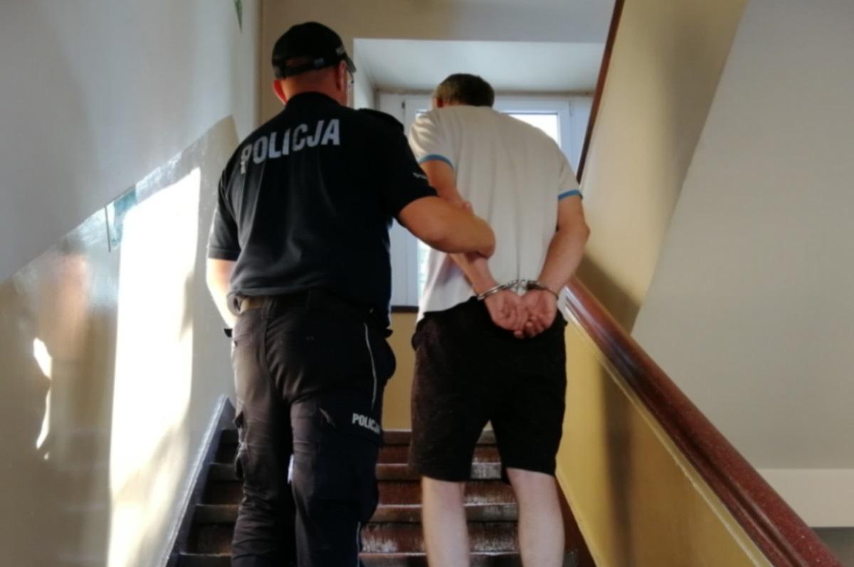 Piraci drogowi, Wracali jeziora Lnianem zatrzymała policja dzieci były przypięte Kierowca pijany - zdjęcie, fotografia