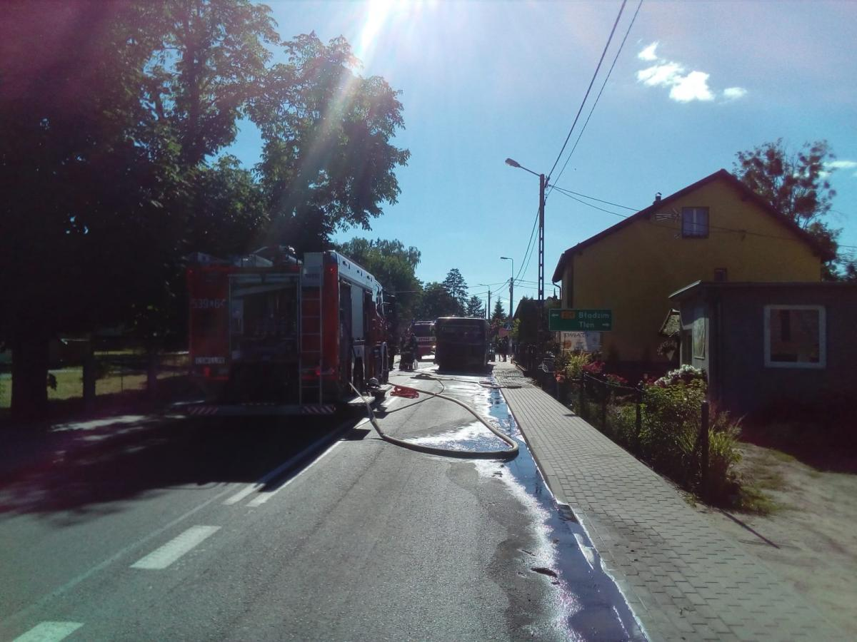Pożar, Pilne Ulica Szkolna Lnianie nieprzejezdna Zapalił autobus - zdjęcie, fotografia
