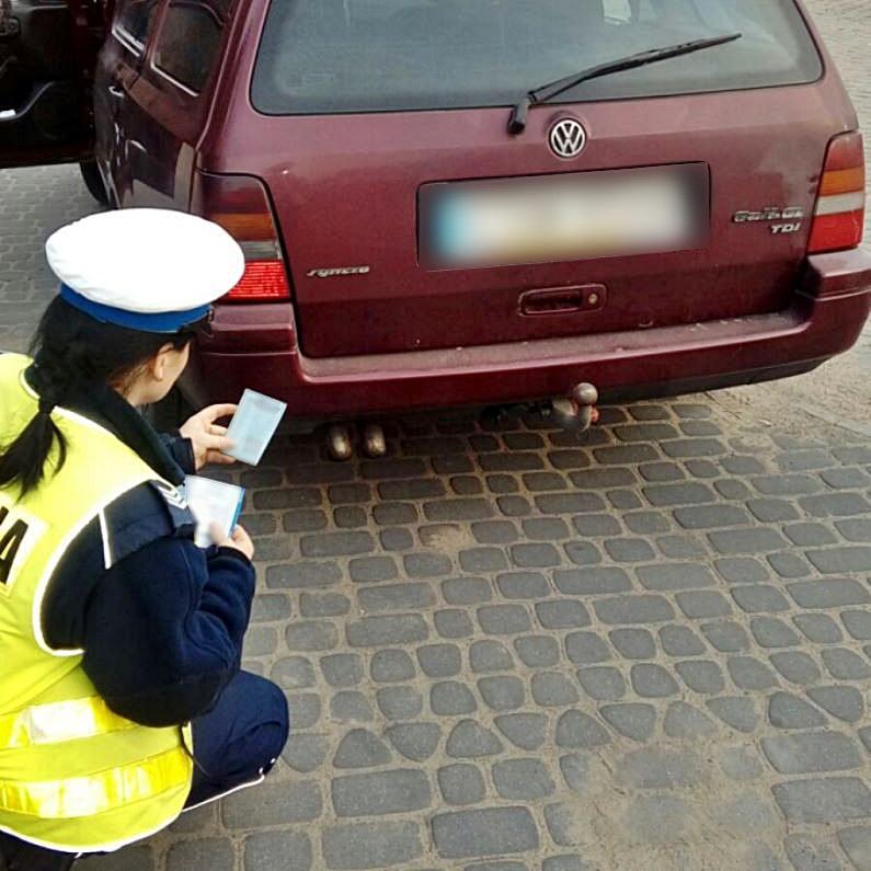 Akcja policji, Policja wzięła kierowców którym kopci wydechów Kilku zostało ukaranych mandatami - zdjęcie, fotografia