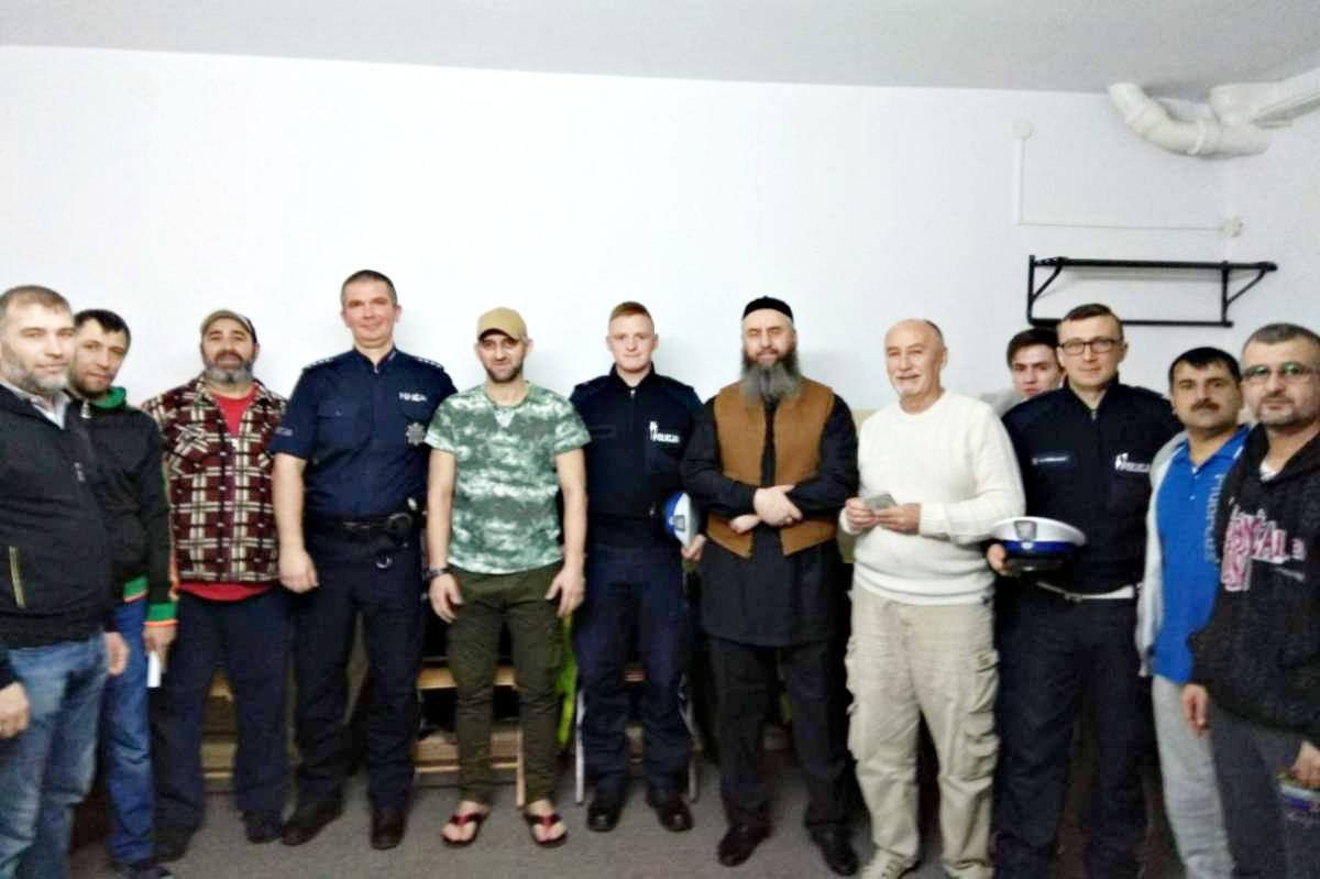 Akcja policji, Spotkanie policjantami ośrodku cudzoziemców Grupie Można było poznać obowiązujące przepisy - zdjęcie, fotografia