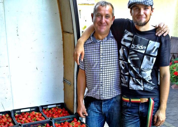 Warzywa, owoce, kwiaty, zioła, prowadzi truskawkowy biznes Odkąd wszystkim opłaca schylać - zdjęcie, fotografia