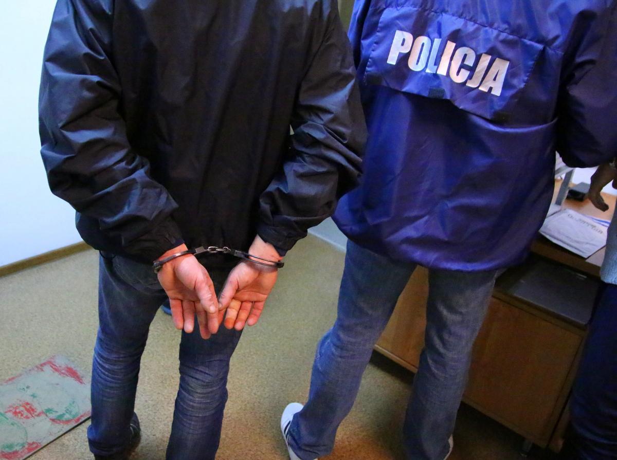 Narkotyki, dopalacze Pruszczu policja zatrzymała trzech bydgoszczan - zdjęcie, fotografia