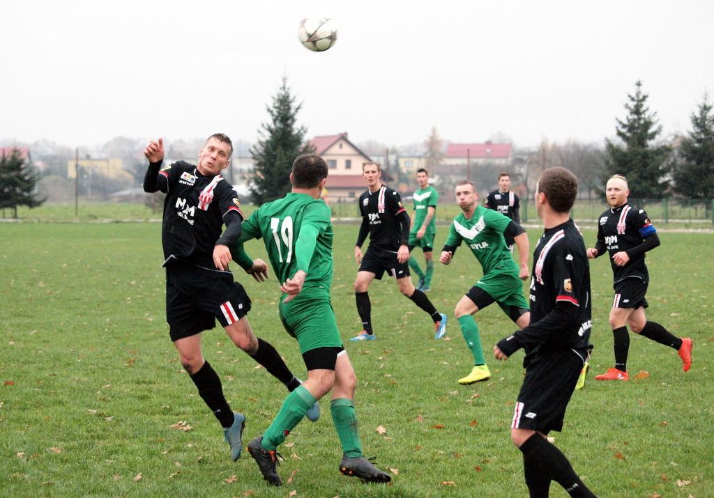 Piłka nożna, Długi weekend regionalnych boiskach - zdjęcie, fotografia