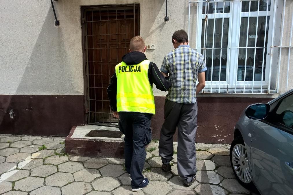 Piraci drogowi, Podejrzany kradzieże terenie powiatu świeckiego wpadł ręce policji - zdjęcie, fotografia