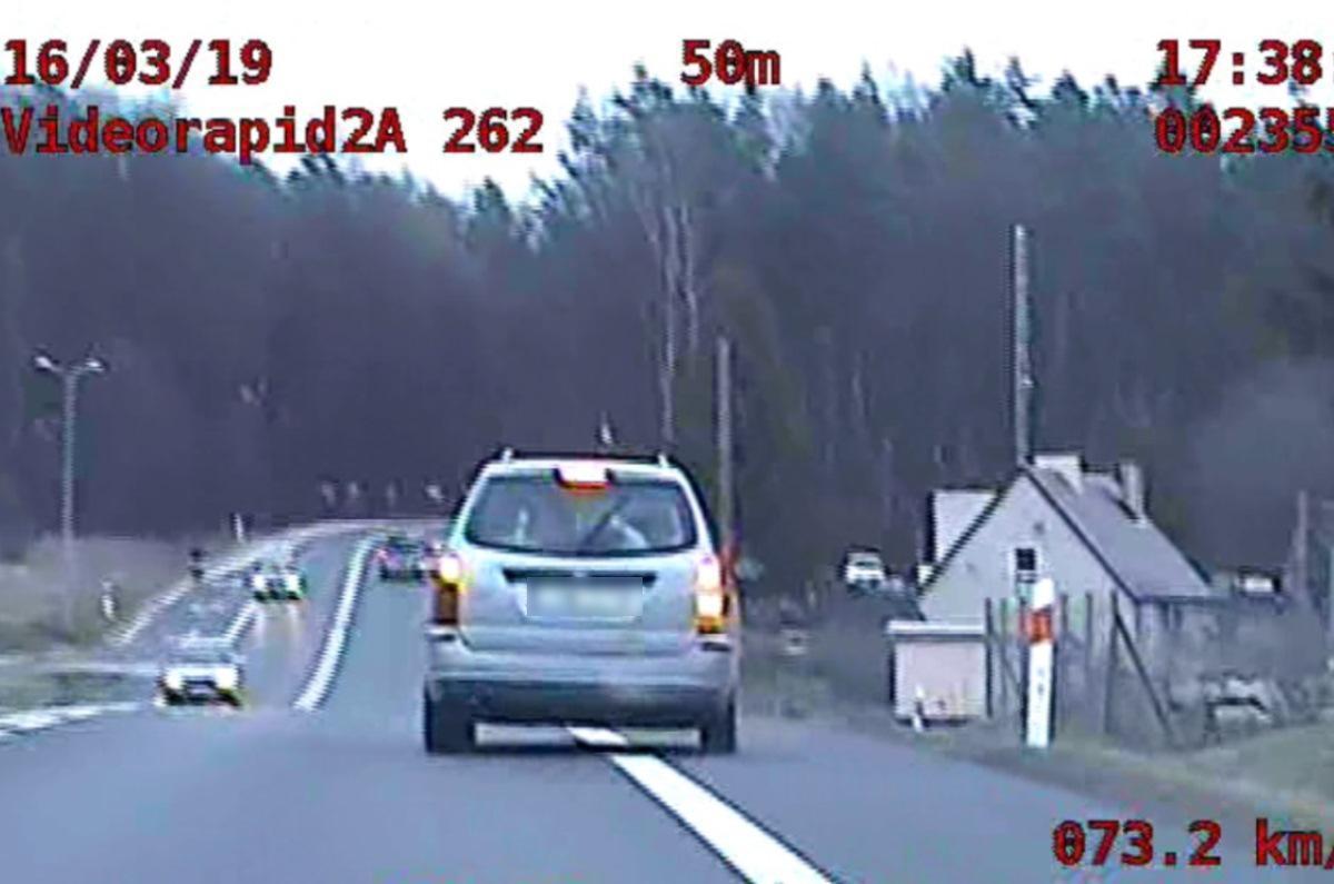 Piraci drogowi, Pijany prawa jazdy jeszcze szybko Świeccy policjanci zauważyli samochód jedzie wężykiem [WIDEO] - zdjęcie, fotografia