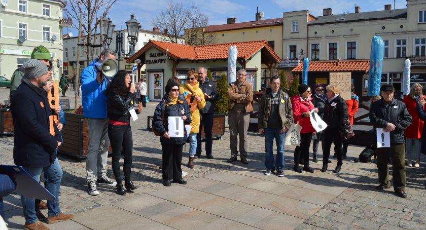 Edukacja, poparcia nauczycieli Świeciu przyszło około osób zdjęcia świecianie popierają strajk - zdjęcie, fotografia