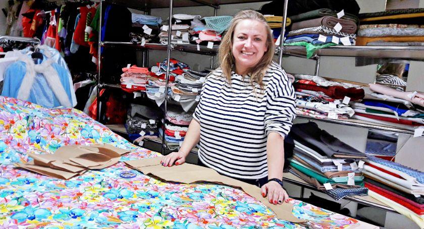 Biznes, Małgorzata Haftka czyli krawcowa Świeciu kosztuje uszycie wymarzonej sukni - zdjęcie, fotografia