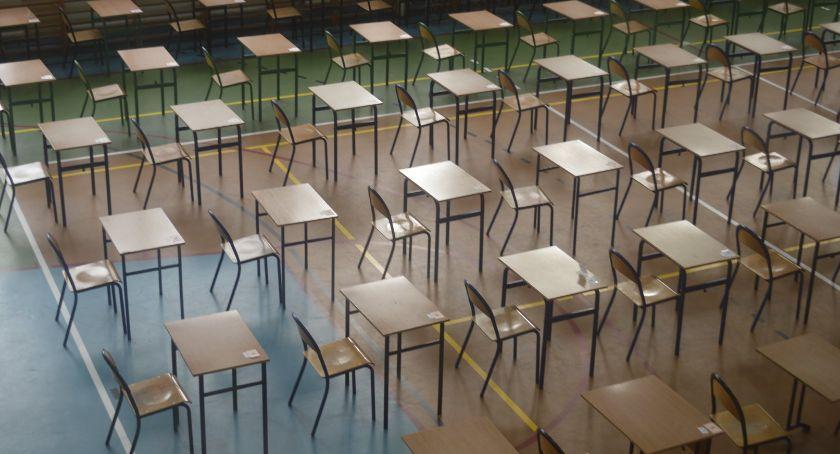 Edukacja, strajk nauczycieli zakłócił egzamin ósmoklasisty Sprawdzamy szkoły powiecie świeckim - zdjęcie, fotografia